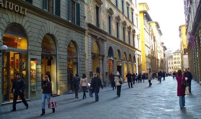 Compras na Via Del Corso em Roma