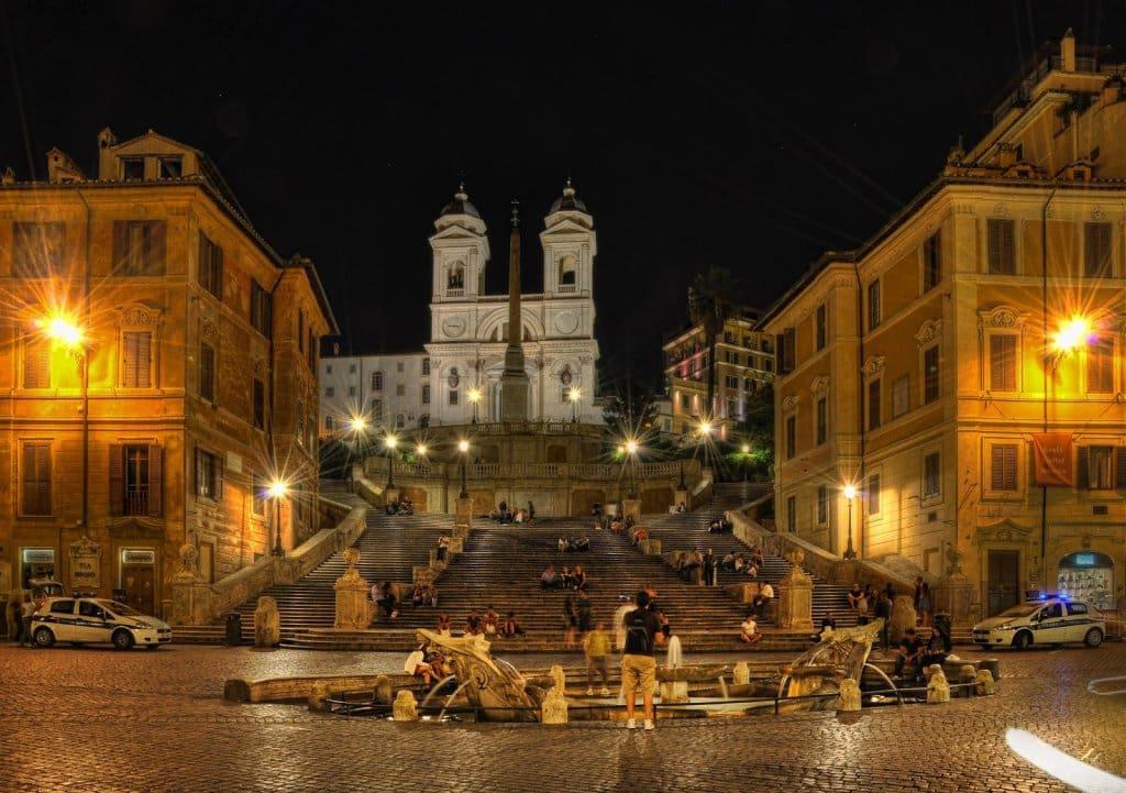 Praças romanas a noite