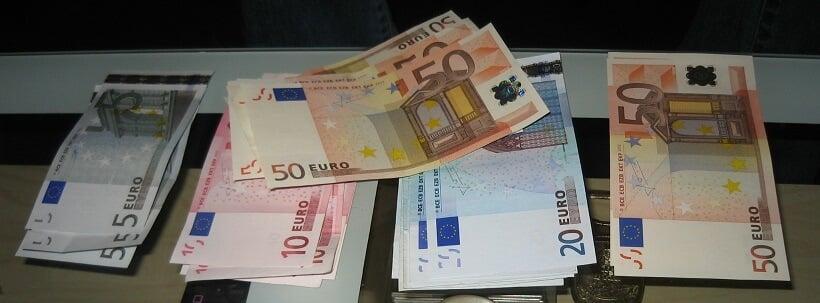 Dinheiro vivo e euro em espécie para a Itália