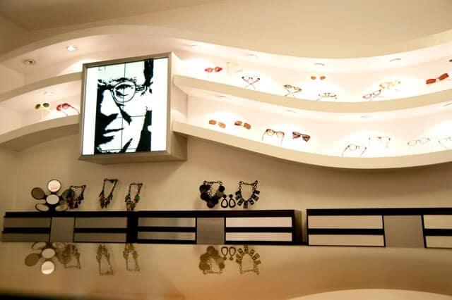 Comprar óculos escuros na loja Mondello Óttica em Roma