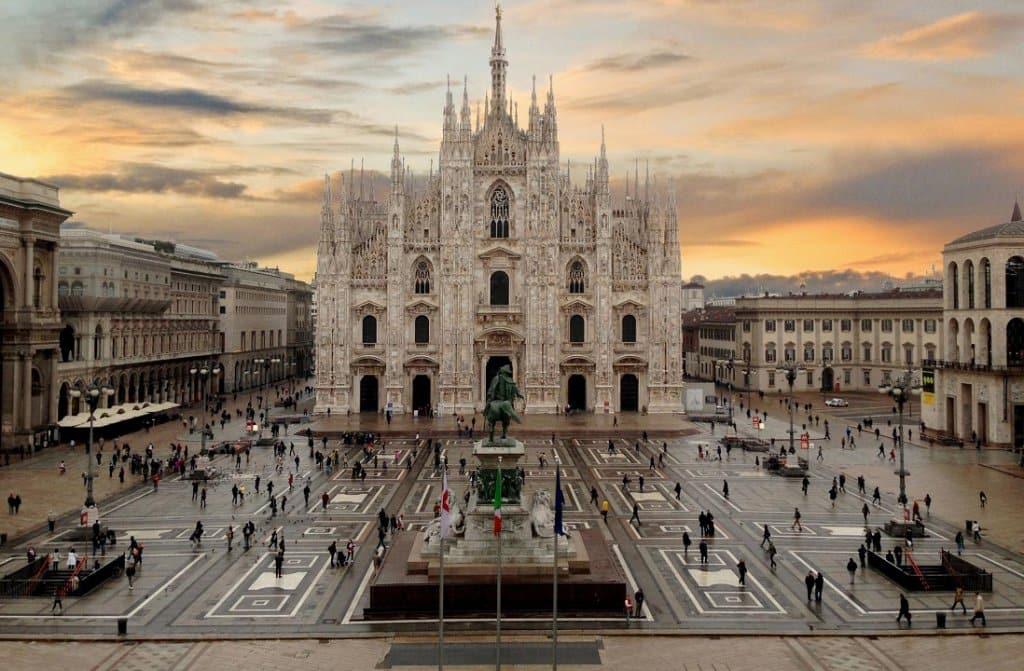 Plaza del Duomo y Catedral del Duomo en Milán