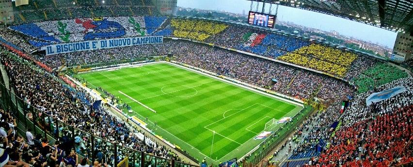Jogo de futebol na Itália: Milan x Inter de Milão