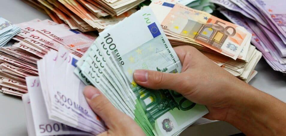 Dinheiro vivo e euro em espécie