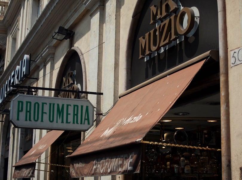 Comprar perfumes na loja Muzio em Roma