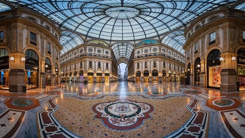 Estabelecimentos na Galeria Vittorio Emanuele II em Milão