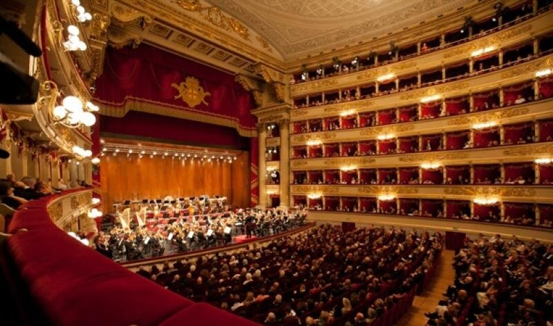 Passeio romântico no Teatro Alla Scala em Milão