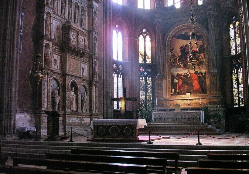 Obras de arte na Basílica Santa Maria Gloriosa em Veneza