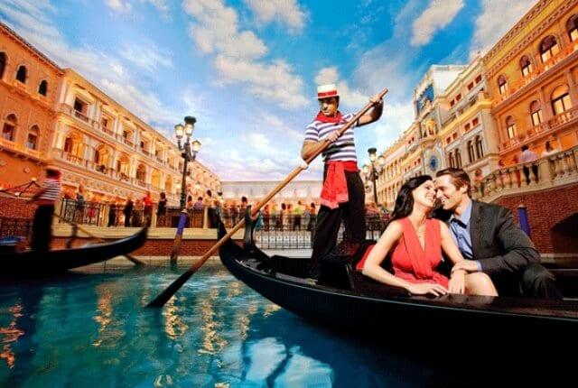 Passeio romântico de gôndola em Veneza