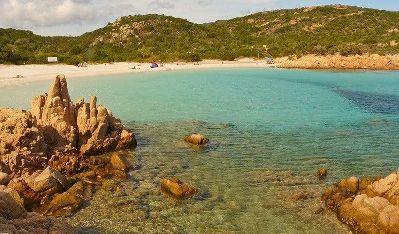 Praia Spiagga del Principe em Sardenha