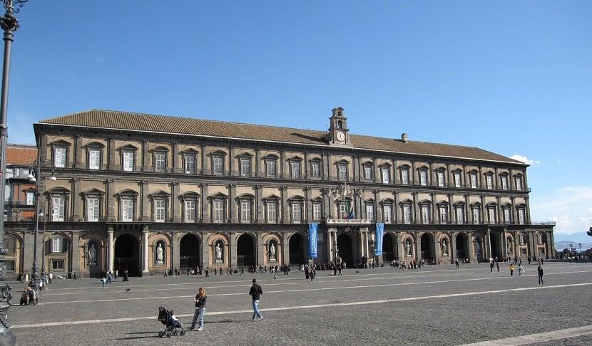 Visita ao Palácio Real em Nápoles