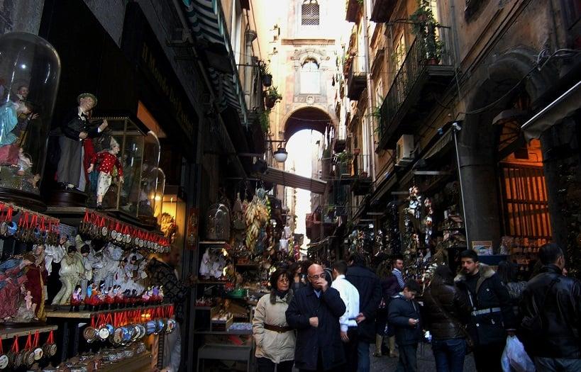 Passeios pelas ruas de Nápoles