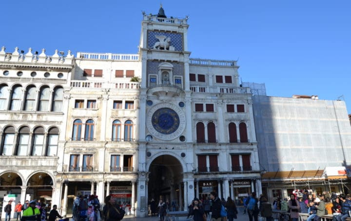 Torre do Relógio de Veneza na Itália
