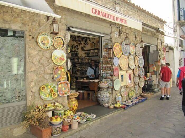 Compras na Ceramiche d'Arte Carmela em Ravello