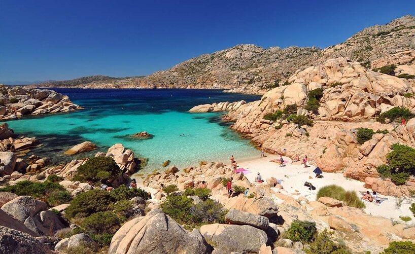 Praia paradisíaca em Sardenha