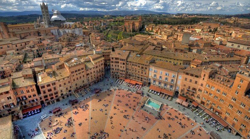 Vista aérea da cidade de Siena na Itália