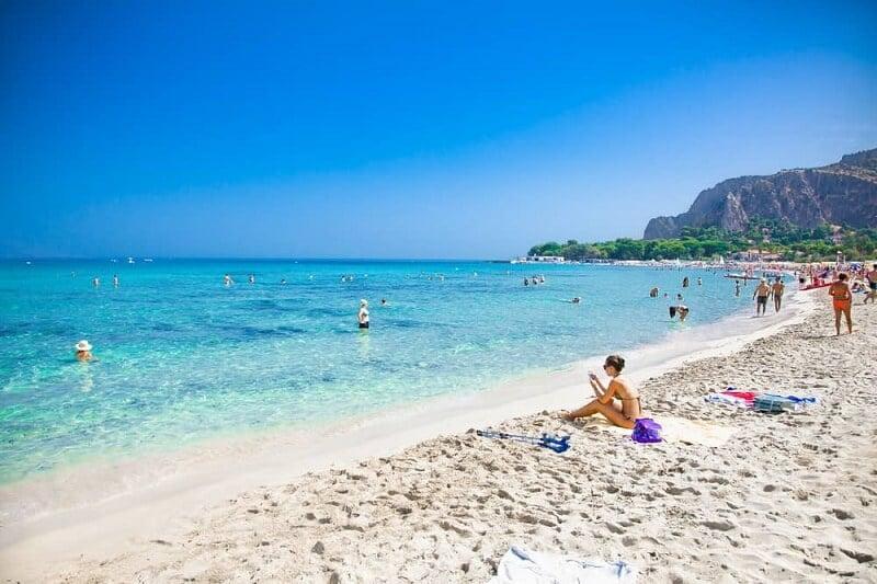 Praia Mondello em Palermo na Itália