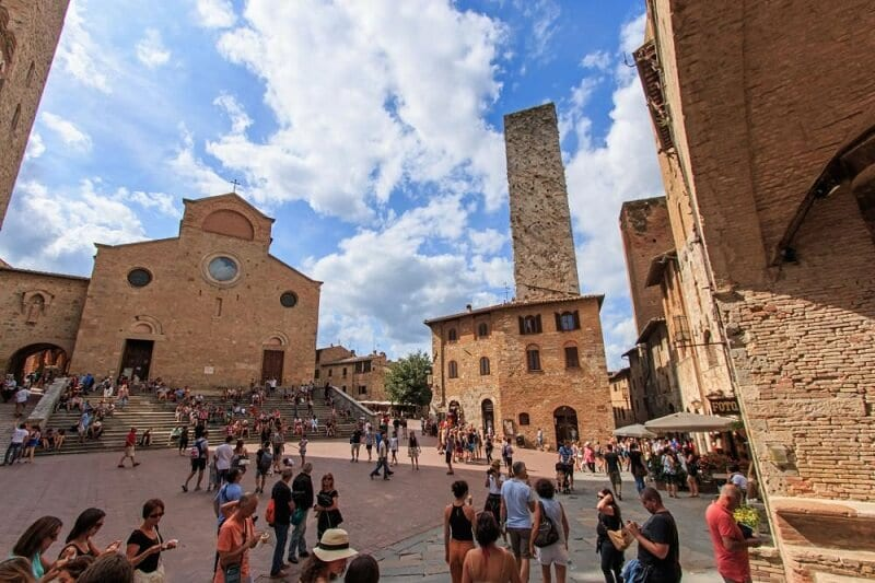 Piazza del Duomo em San Gimignano