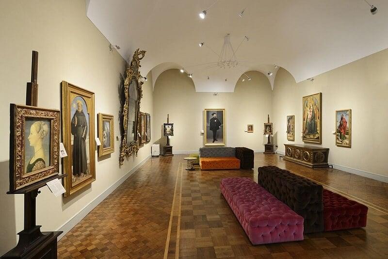 Salão dourado no Museu Poldi Pezzoli em Milão