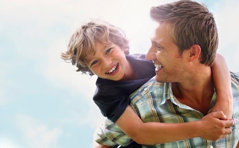 Pai e filho felizes