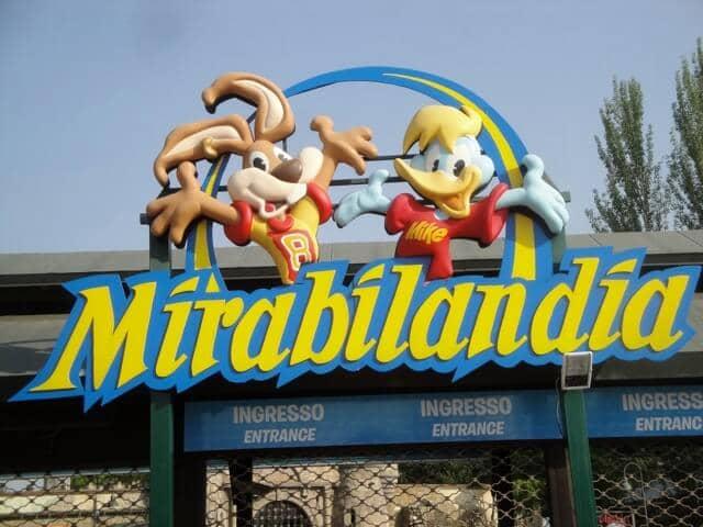 Entretenimento no parque de diversões Mirabilândia em Ravena na Itália