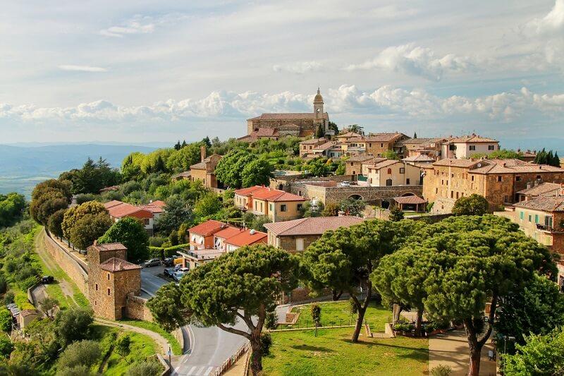 Vista da cidade de Montalcino na Itália