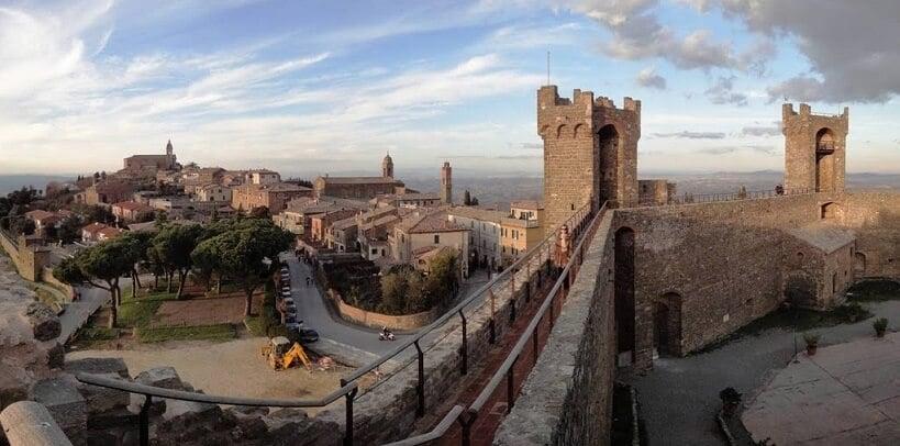 Cidade de Montalcino vista da Fortezza