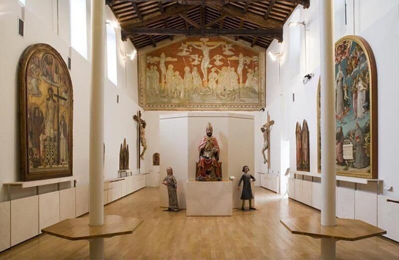 Peças expostas no Museo Civico Diocesano di Arte Sacra em Montalcino