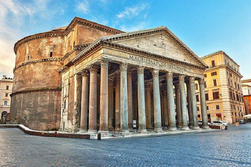Rampa na entrada do Panteão de Roma