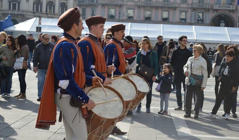 Desfile em cidade italiana