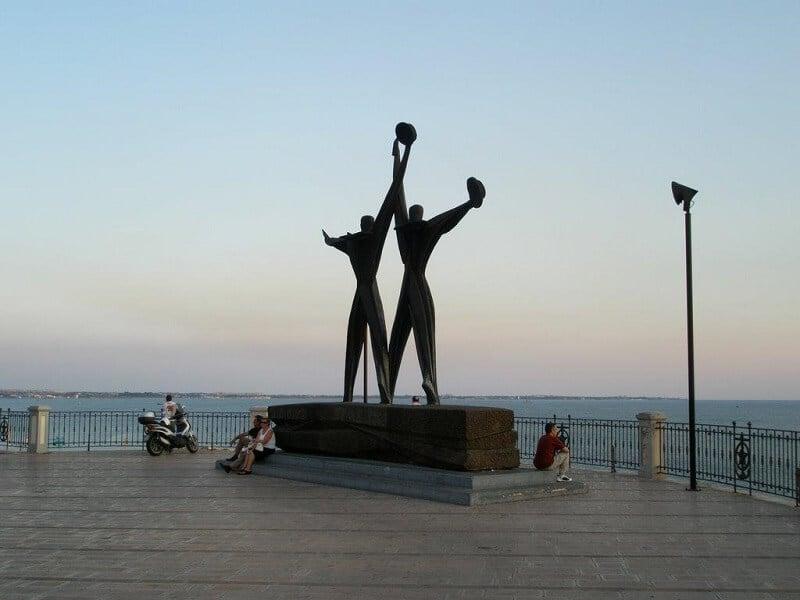 Monumento Al Marinaio na Corso due Mari