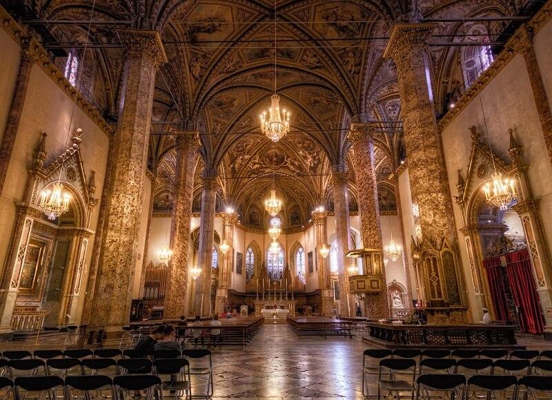 Interior da Catedral de Perugia