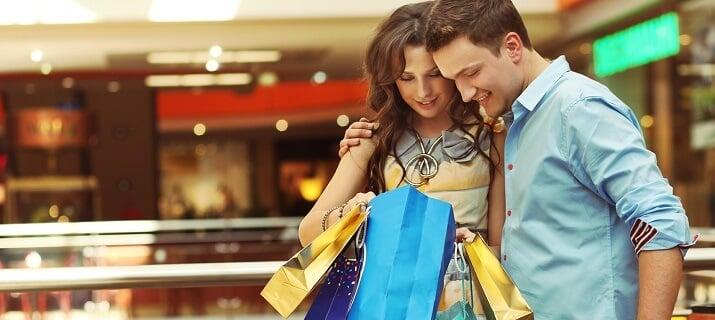 Casal com compras