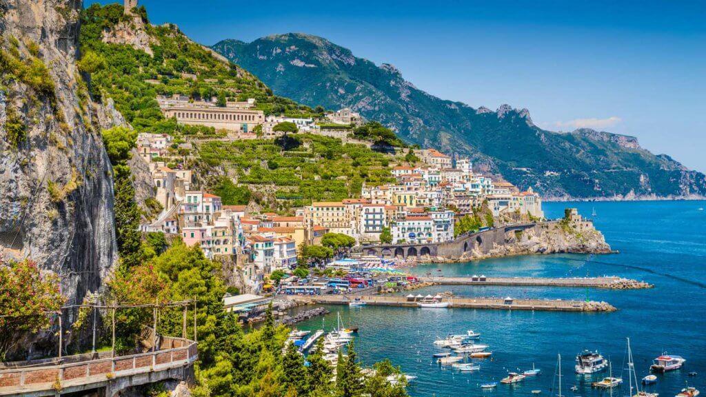 Vista da cidade de Sorrento na Itália