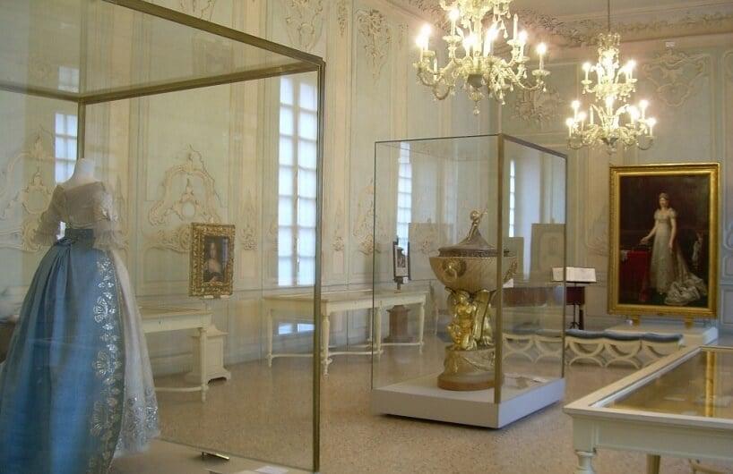 Interior do Museu Glauco Lombardi em Parma