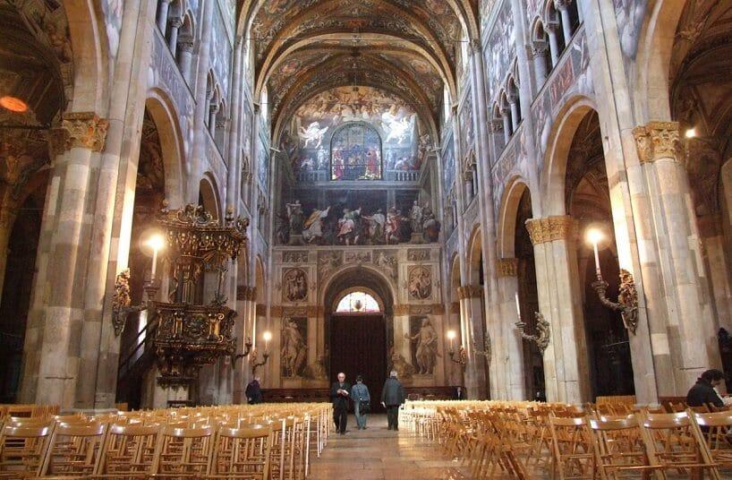 Interior do Duomo di Parma