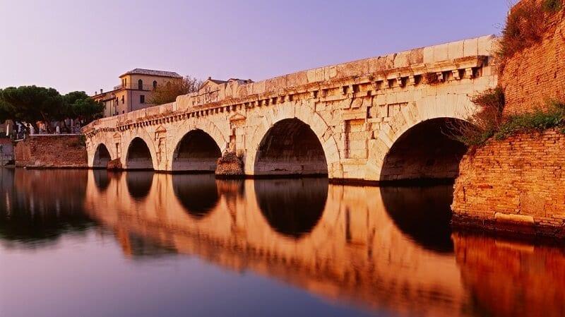 Ponte do Tibério em Rimini