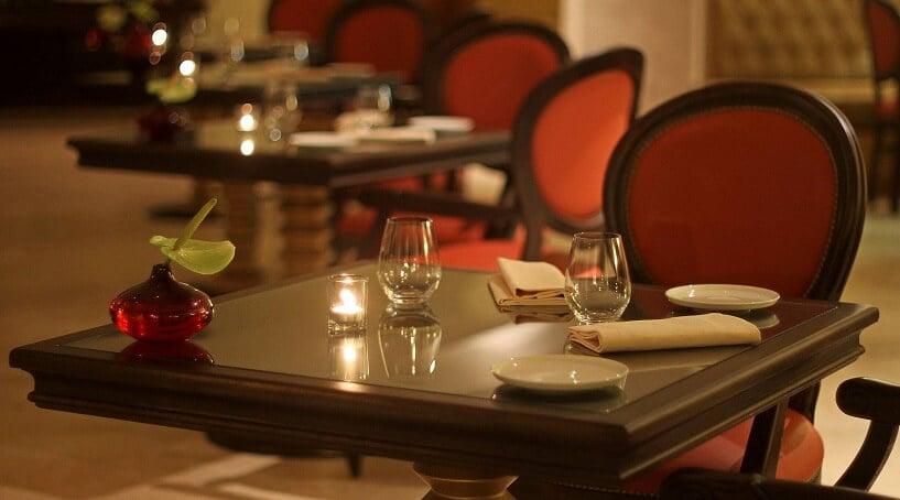 Mesa arrumada em restaurante