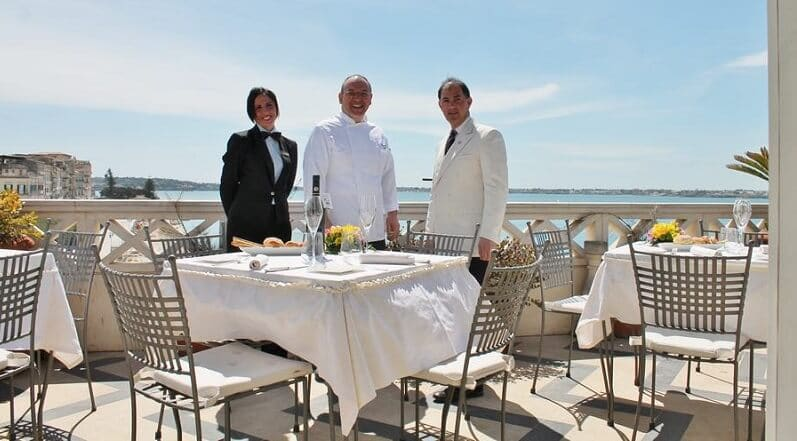 Funcionários do restaurante La Terrazza Sul Mare em Siracusa