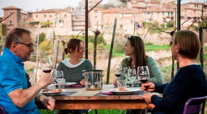 Pessoas na vinícola Montefioralle Winery