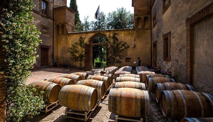Interior da vinícola Argiano em Montalcino