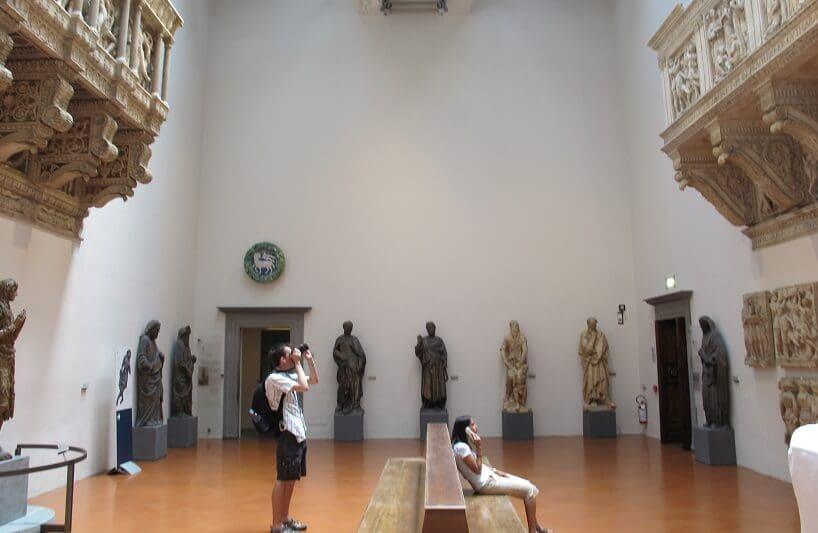 Visitantes no Museu dell'Opera del Duomo em Siena