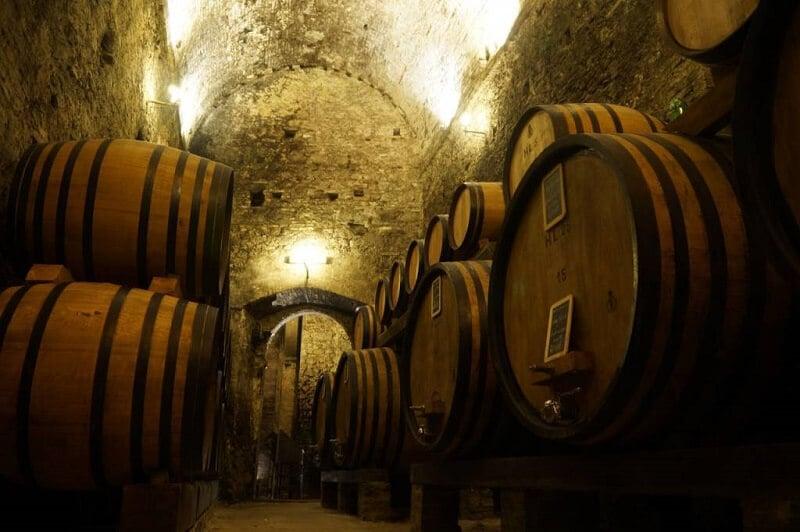 Interior da Cantina de' Ricci em Montepulciano