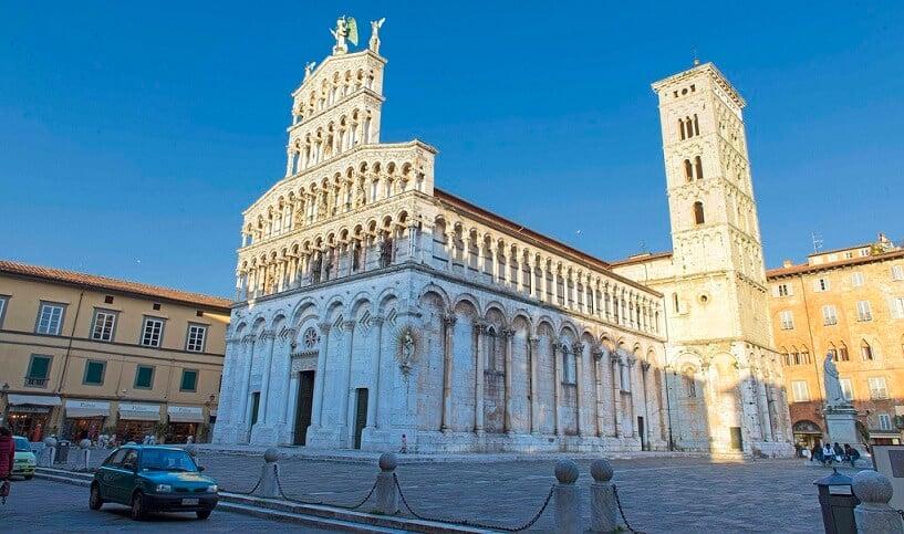 Lateral da Igreja de São Miguel no Fórum em Lucca