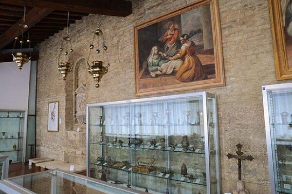 Obras expostas no Museo d'Arte Sacra em San Gimignano