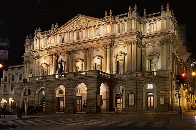 Fachada do Teatro La Scala em Milão