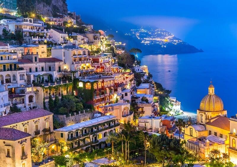 Vista de cidade de Civitavecchia na Itália