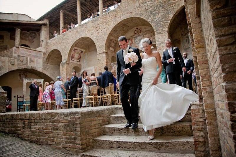 Casamento no civil na cidade San Gimignano na Itália