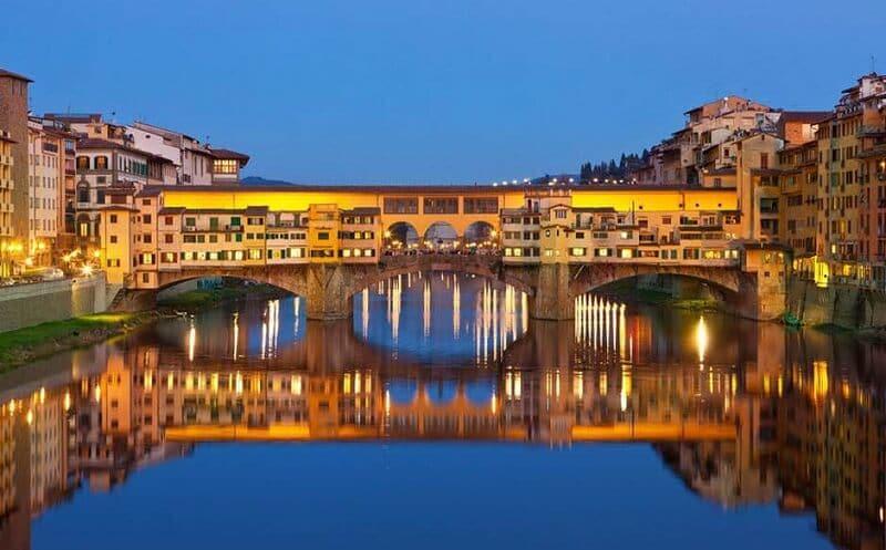 Ponte Vecchio em Florença na Toscana