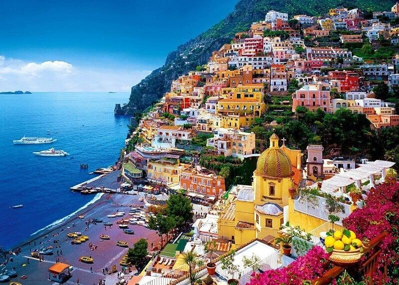 Vista da Costa Amalfitana na Itália