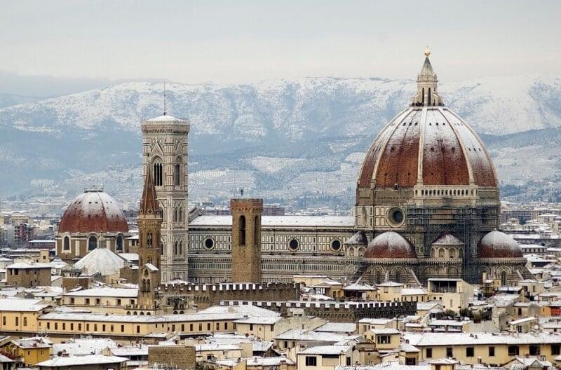 Cidade de Florença coberta por neve